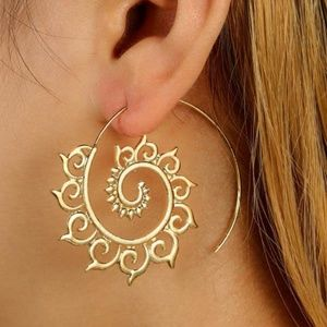 Jewelry - NEW boho swirl sun earrings